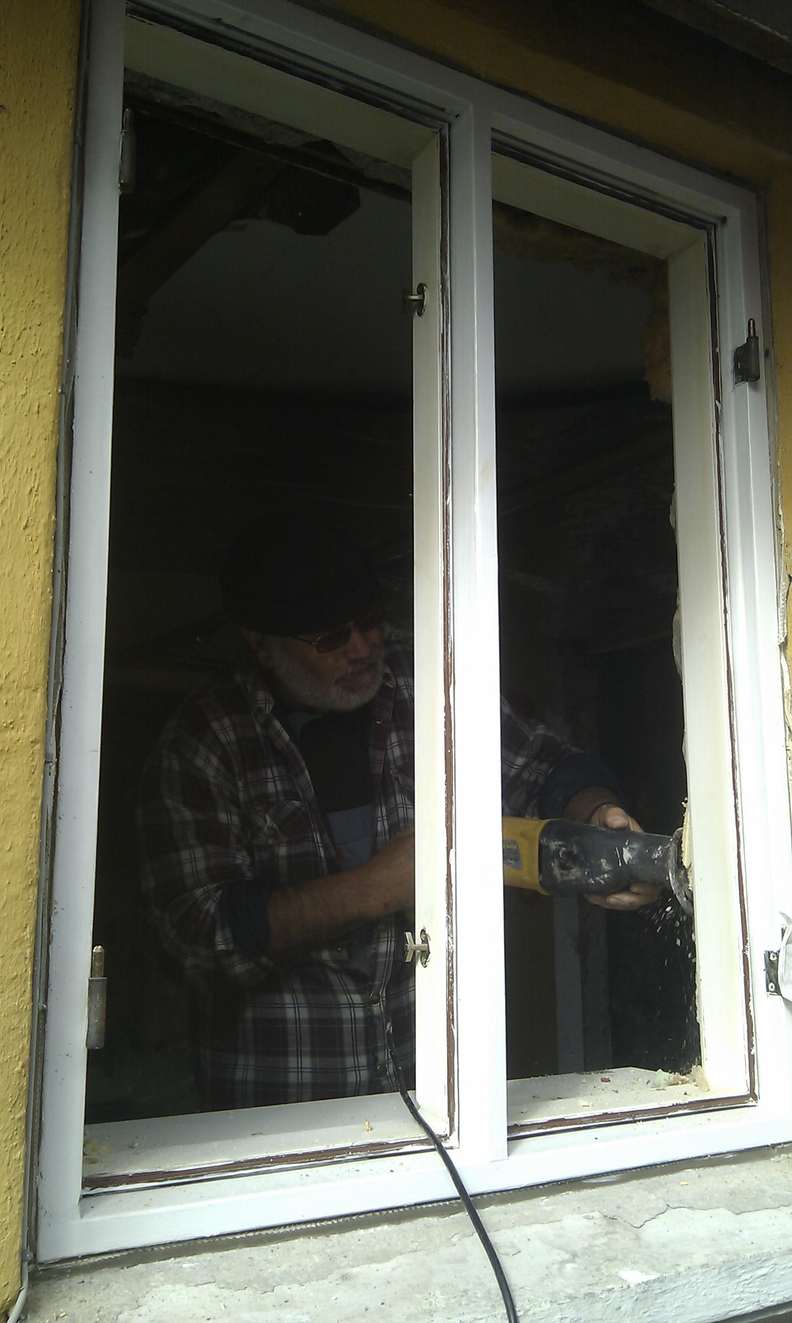 At afmontere et vindue