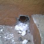Luftrøret går ud i soklen under gulvhøjde og skal beskyttes af et gitter med rottesikring