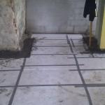Vi har lagt leca cement støbning langs alle kanter hvor der har været mellemrum